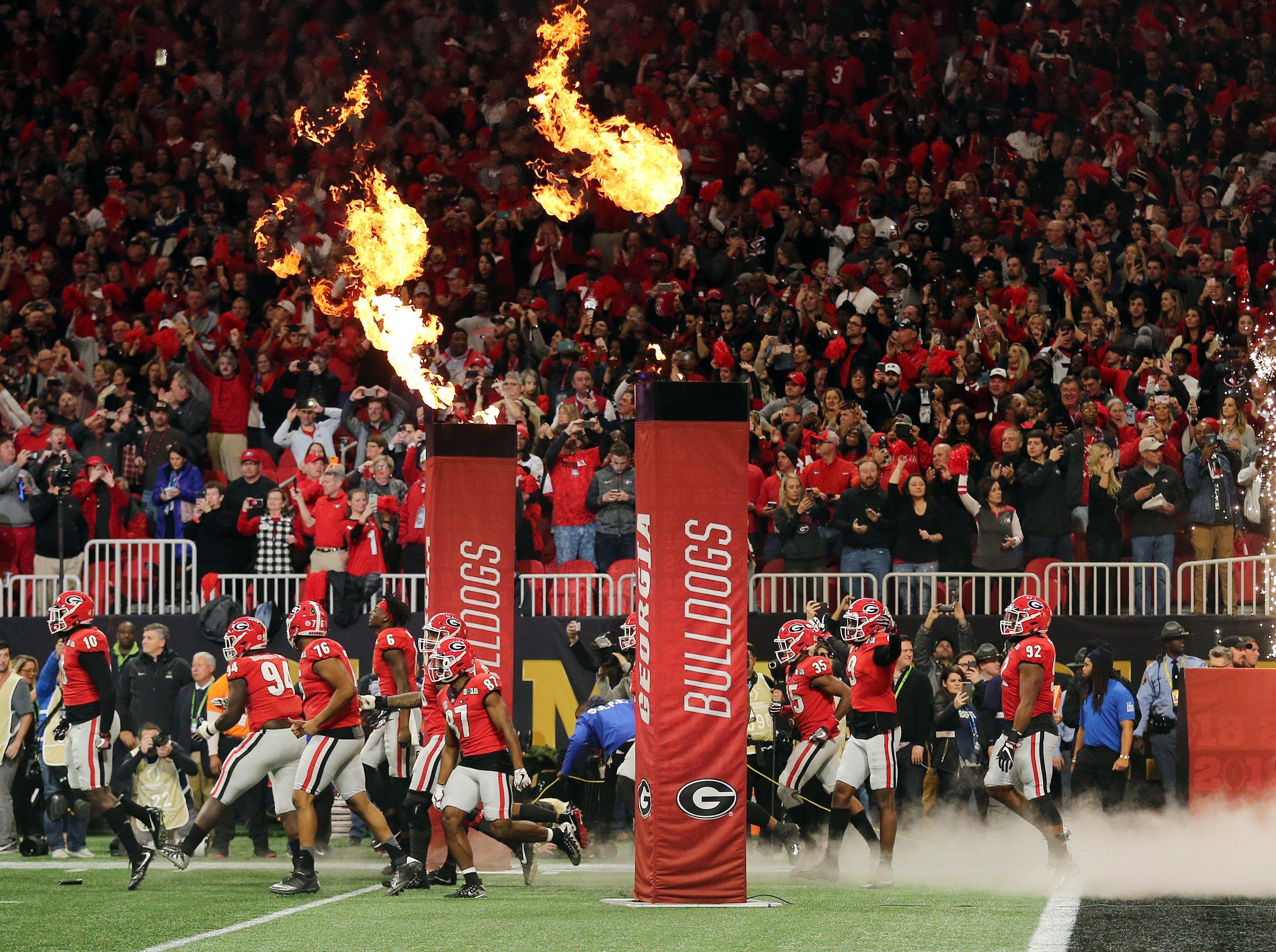 Georgia Bulldogs make their entrance