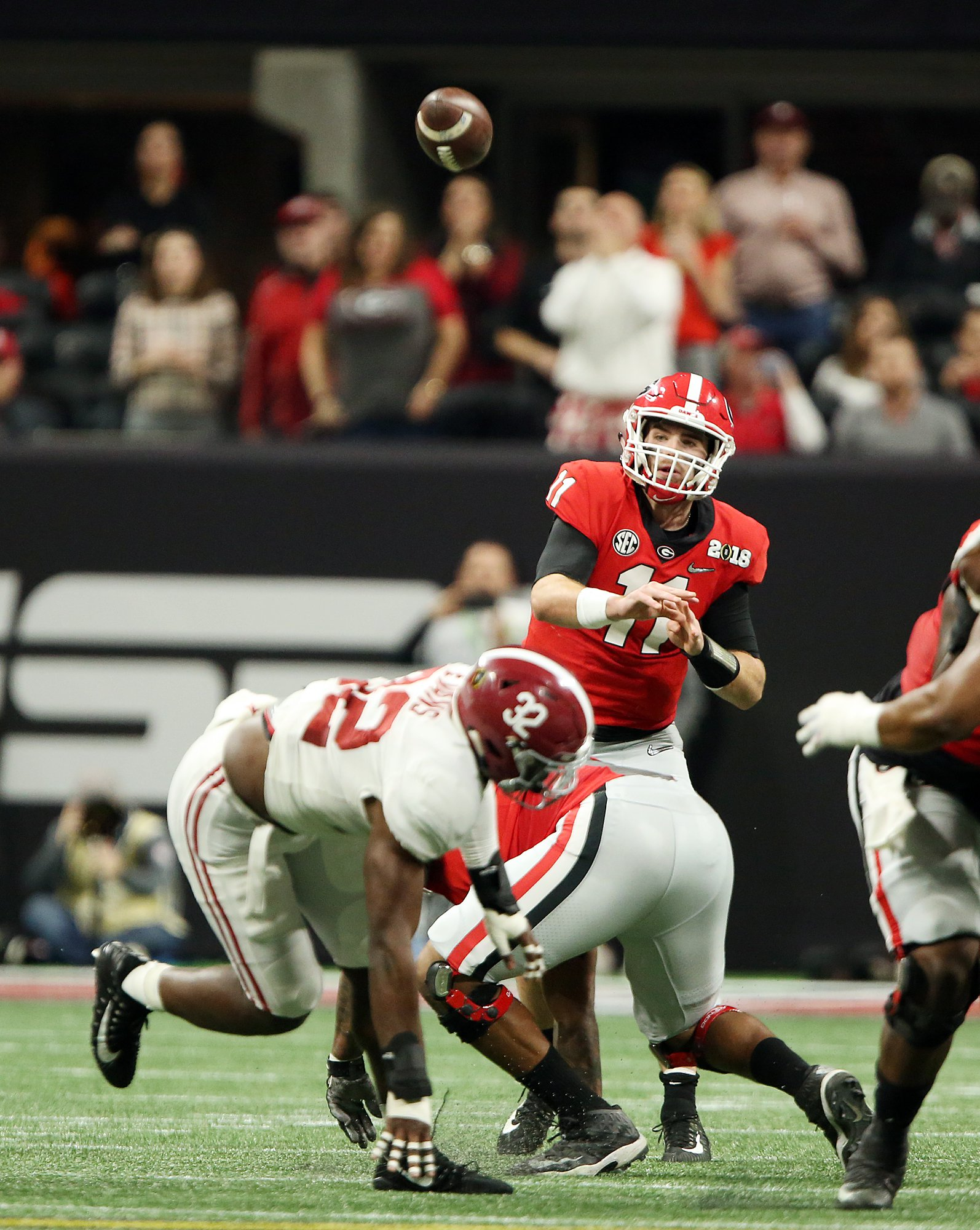 Jake Fromm throws a pass