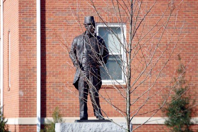 FCN John Forsyth Statue Tree 3 010918
